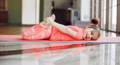 Топ четири ефективни йога пози за деца аутисти